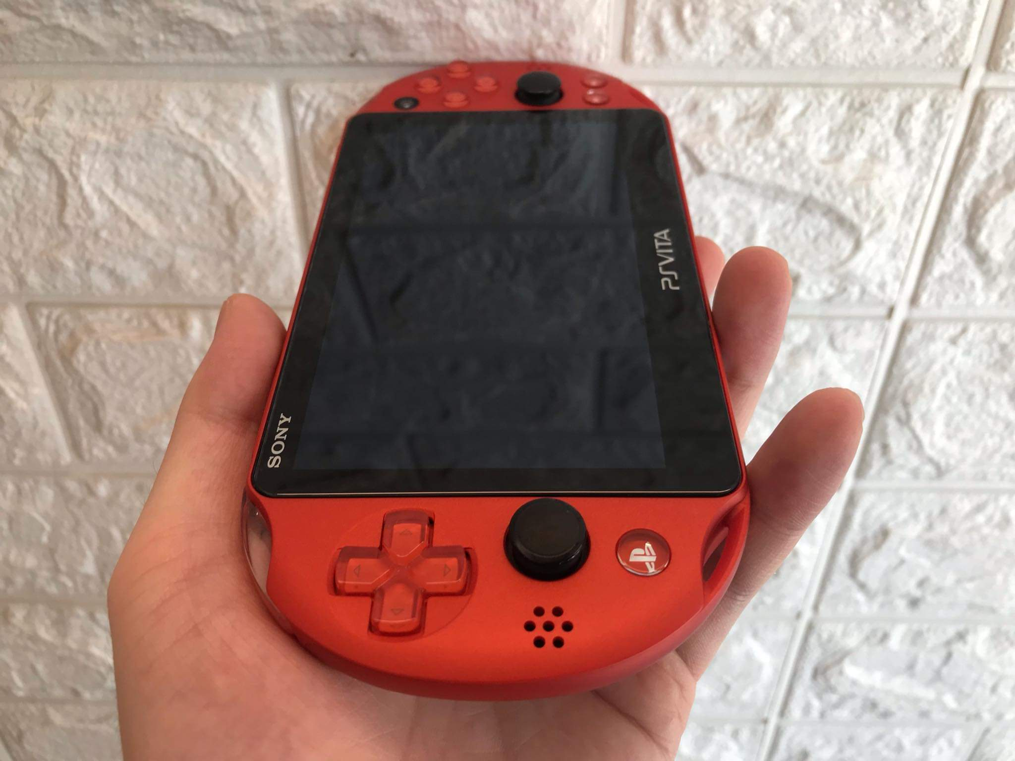 ps-vita-2k-metallic-red-2nd