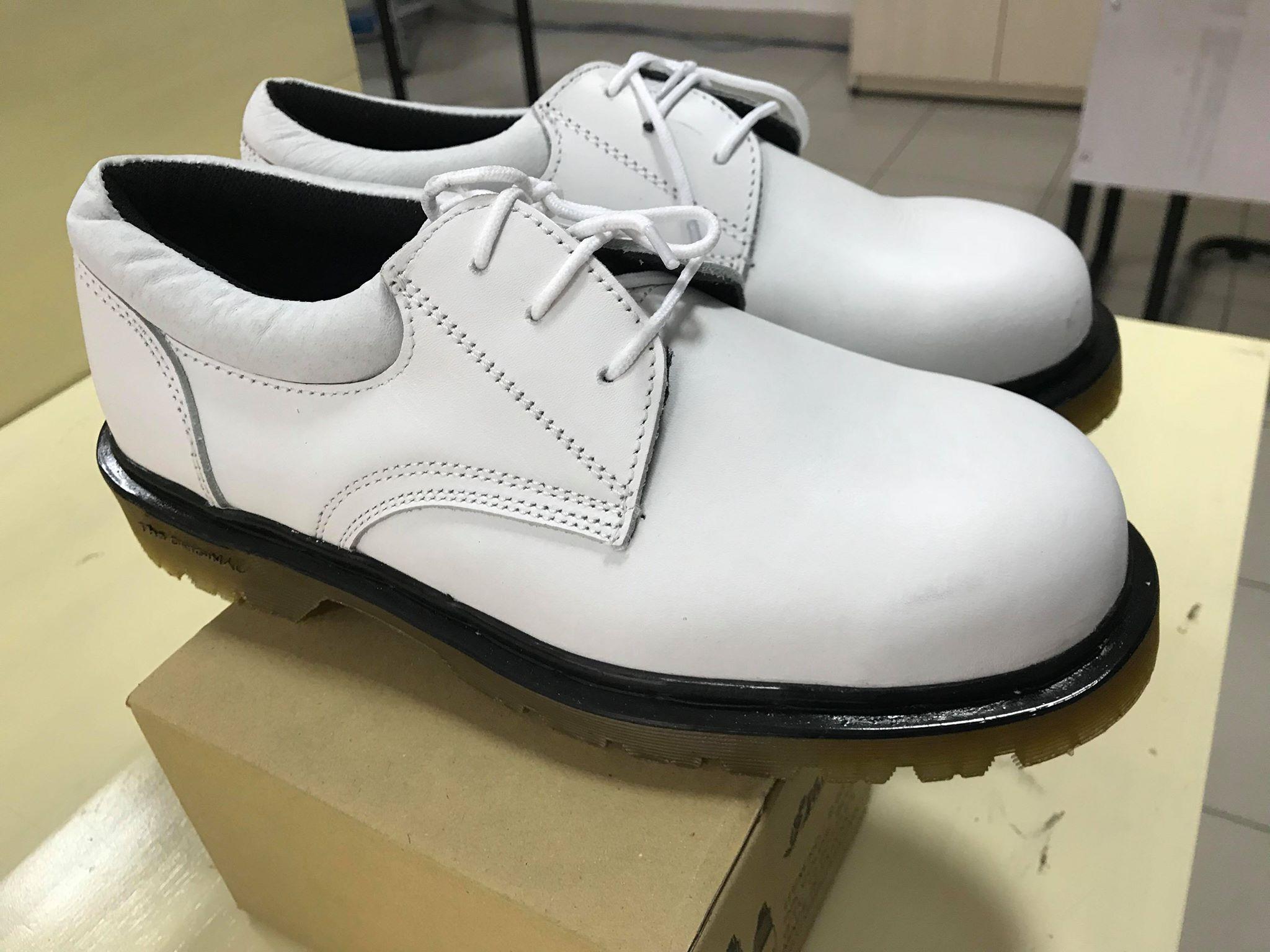 Giày bảo hộ lao động Xuân Lan trắng mũi sắt