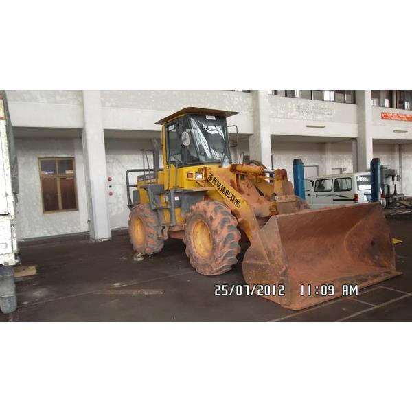 Cho thuê máy xúc lật bánh lốp WA200-3E