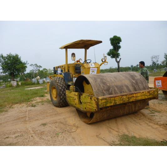 Cho thuê xe Lu Rung  Komatsu 25 tấn - Model: JV100
