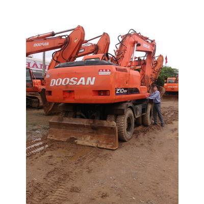 Cho thuê máy xúc đào bánh lốp Doosan 210