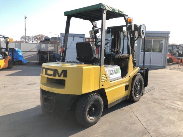 Xe nâng TCM FD30Z7S dịch giá chui công
