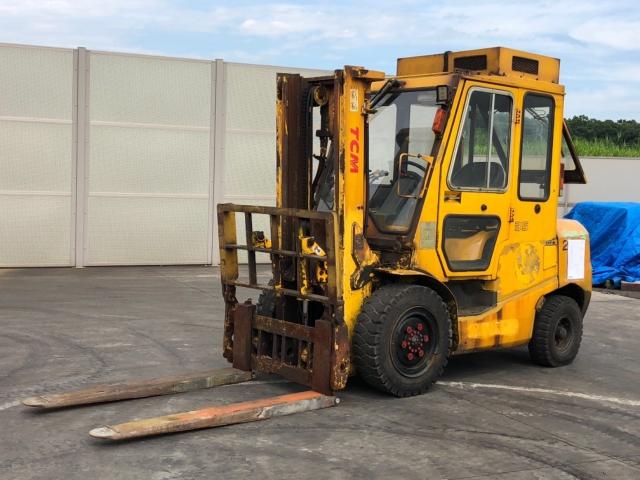 Xe nâng TCM FD35T3S sức nâng 3,5 tấn có gật gù