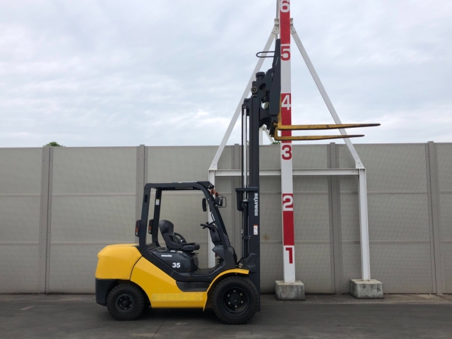 Komatsu FD35W-8 sức nâng 3,5 tấn có gật gù