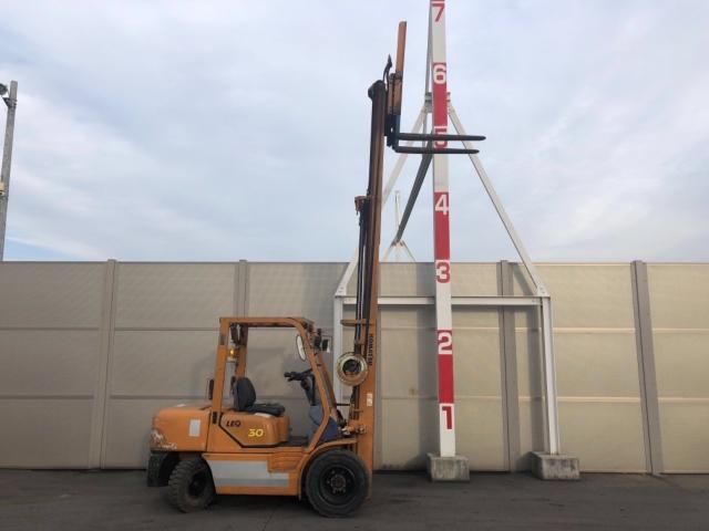 Komatsu FD30T-12 chui công 3 tháp