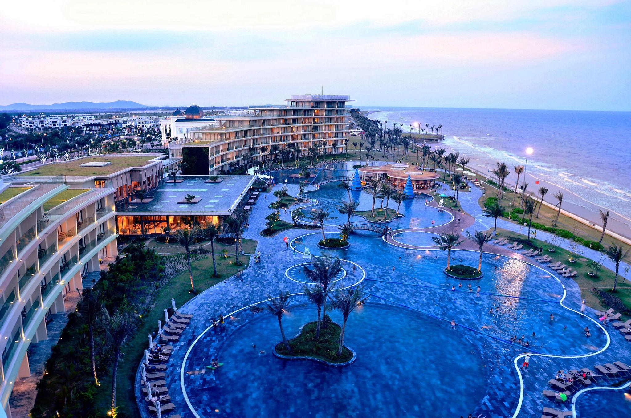 Bể bơi ngoài trời - FLC Grand Hotel Sầm Sơn