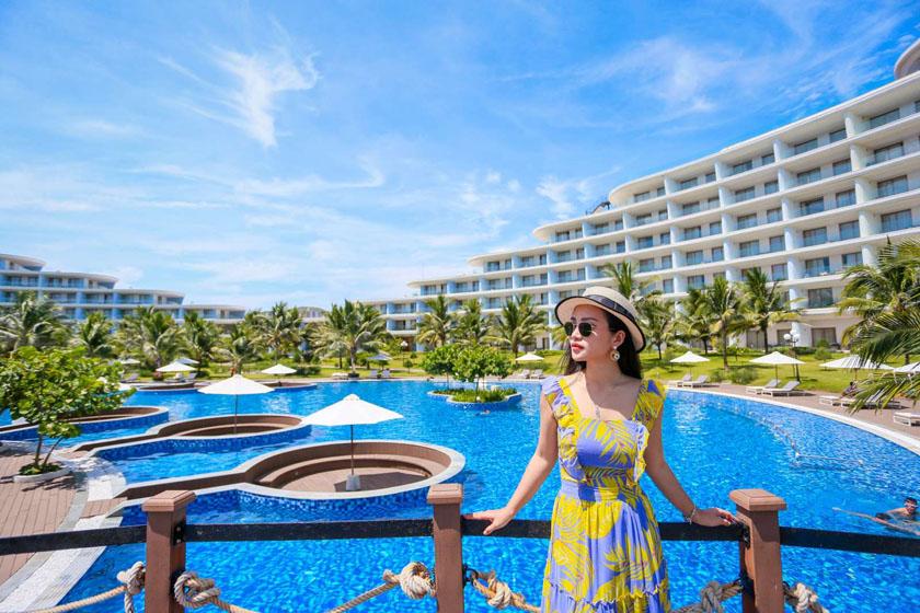 Hồ bơi khách sạn FLC Quy Nhơn