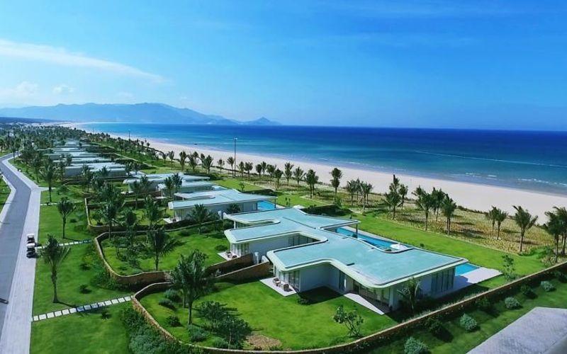 Luxury Resort Quy Nhơn với hơn 100 căn biệt thự nằm sát bên bờ biển với diện tích sàn tiêu chuẩn từ hơn 300 – 800 mét vuông