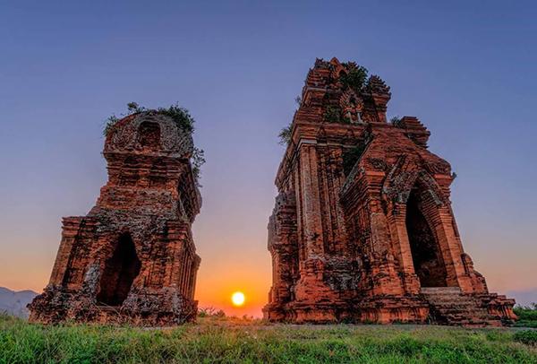 Tháp đôi Quy Nhơn - địa điểm du lịch Quy Nhơn