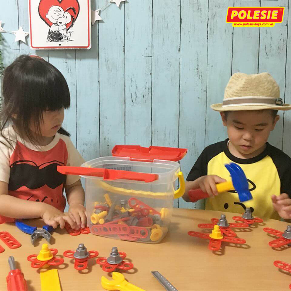 2 bé cùng bộ đồ chơi dụng cụ kỹ thuật 47151 Polesie