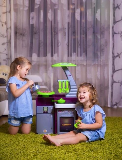 đồ chơi nhà bếp laura cho các bé gái vui đùa