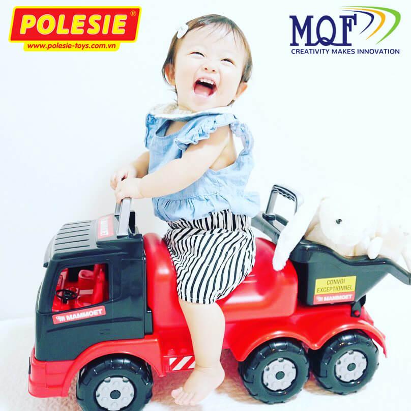 bé gái ngồi xe đồ chơi chòi chân mammoet polesie việt nam
