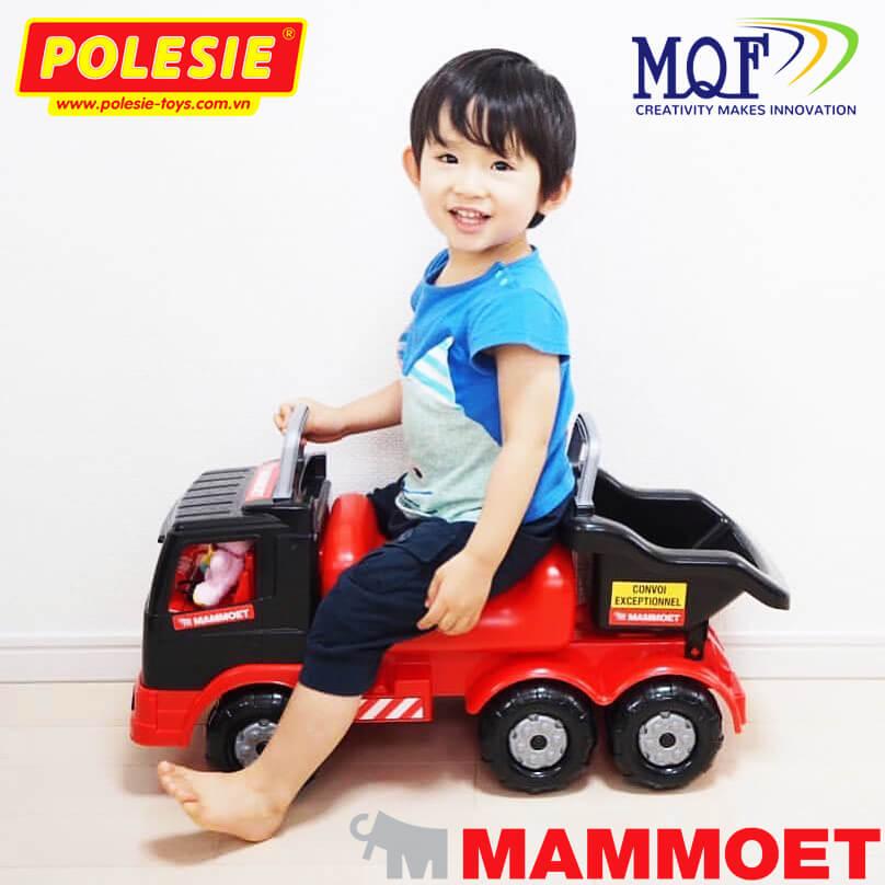 bé trai chơi xe đồ chơi chòi chân mammoet toys 56726