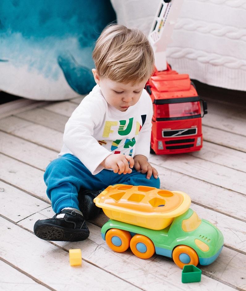 xe tải đồ chơi cho bé Buddy cùng bộ hình
