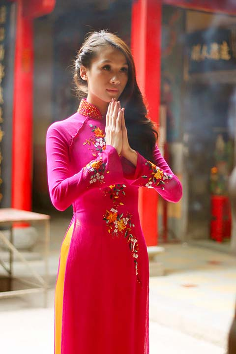 Áo dài đi lễ chùa đầu năm