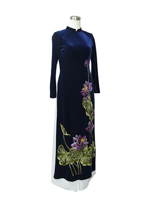 Áo dài nhung xanh tím than thêu thủ công hoa sen