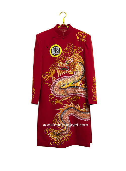Ao dai cach tan nam ve hoa tiet rong may