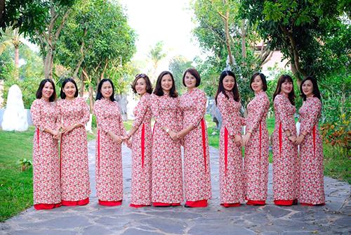 Áo dài đồng phục hoa nhí