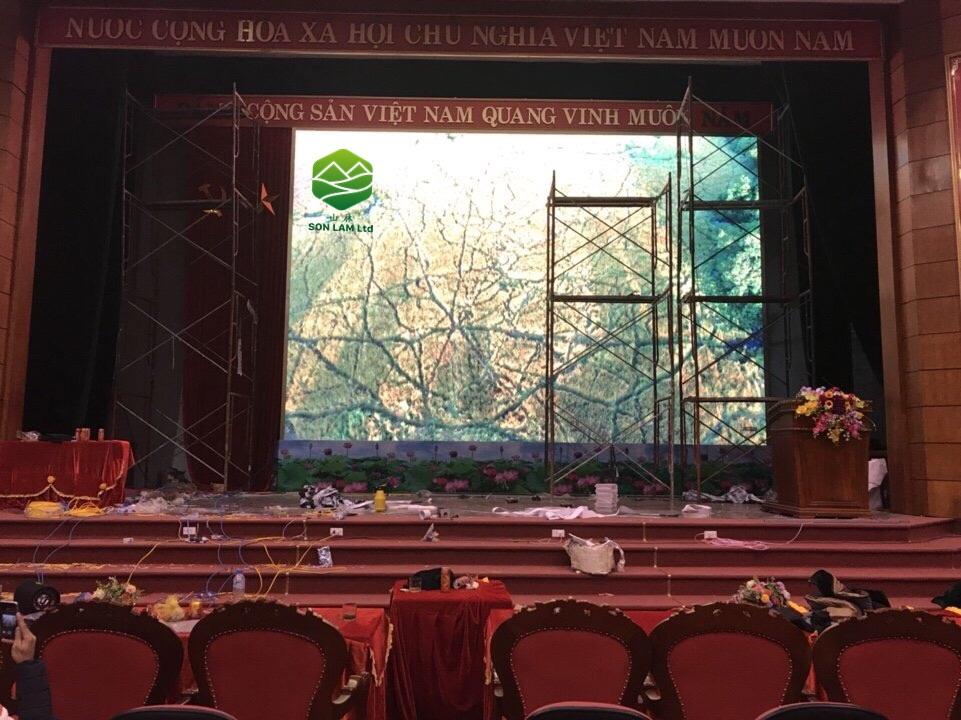 Thi công 46 m2 màn hình LED P4 full color indoor cho hội trường tại Lạng Sơn