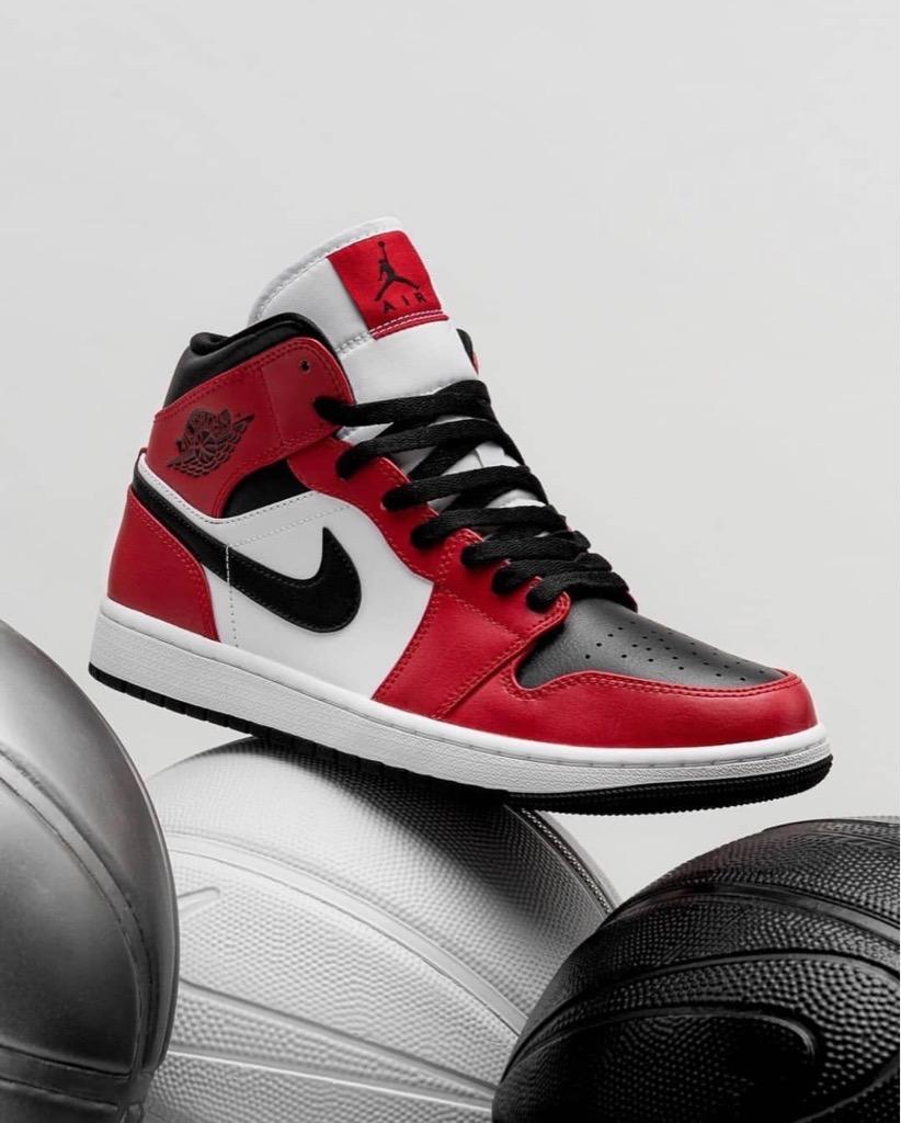 Hàng chính hãng Jordan 1 Mid Chicago Black 554725069