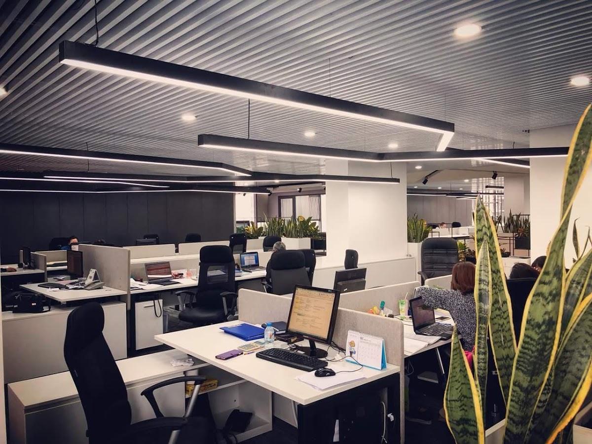 Đèn led thanh nhôm treo thả cho văn phòng hiện đại.