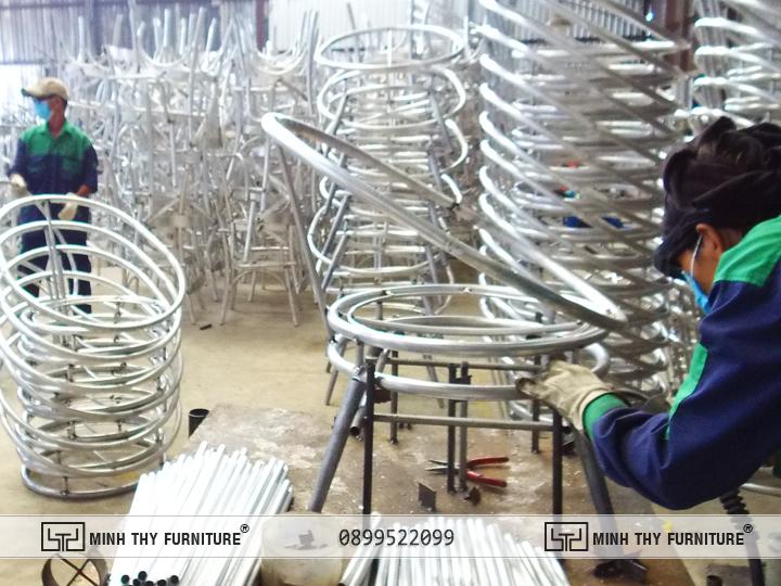 Hàn định hình khung Bàn ghế nhựa giả mây ban công MT2A158