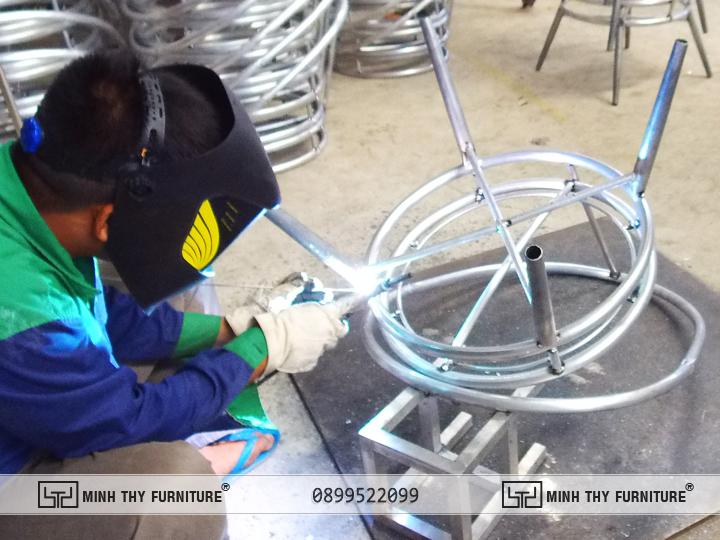 Hàn kín khung Bàn ghế nhựa giả mây ban công MT2A158
