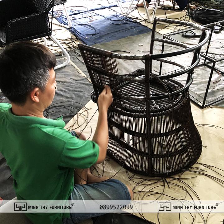 Quá trình sản xuất bộ bàn ghế nhựa giả mây MT 2A240