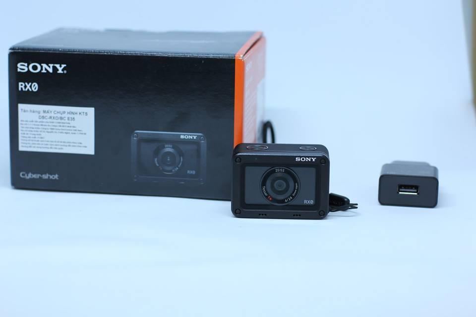 Máy quay Sony RX0