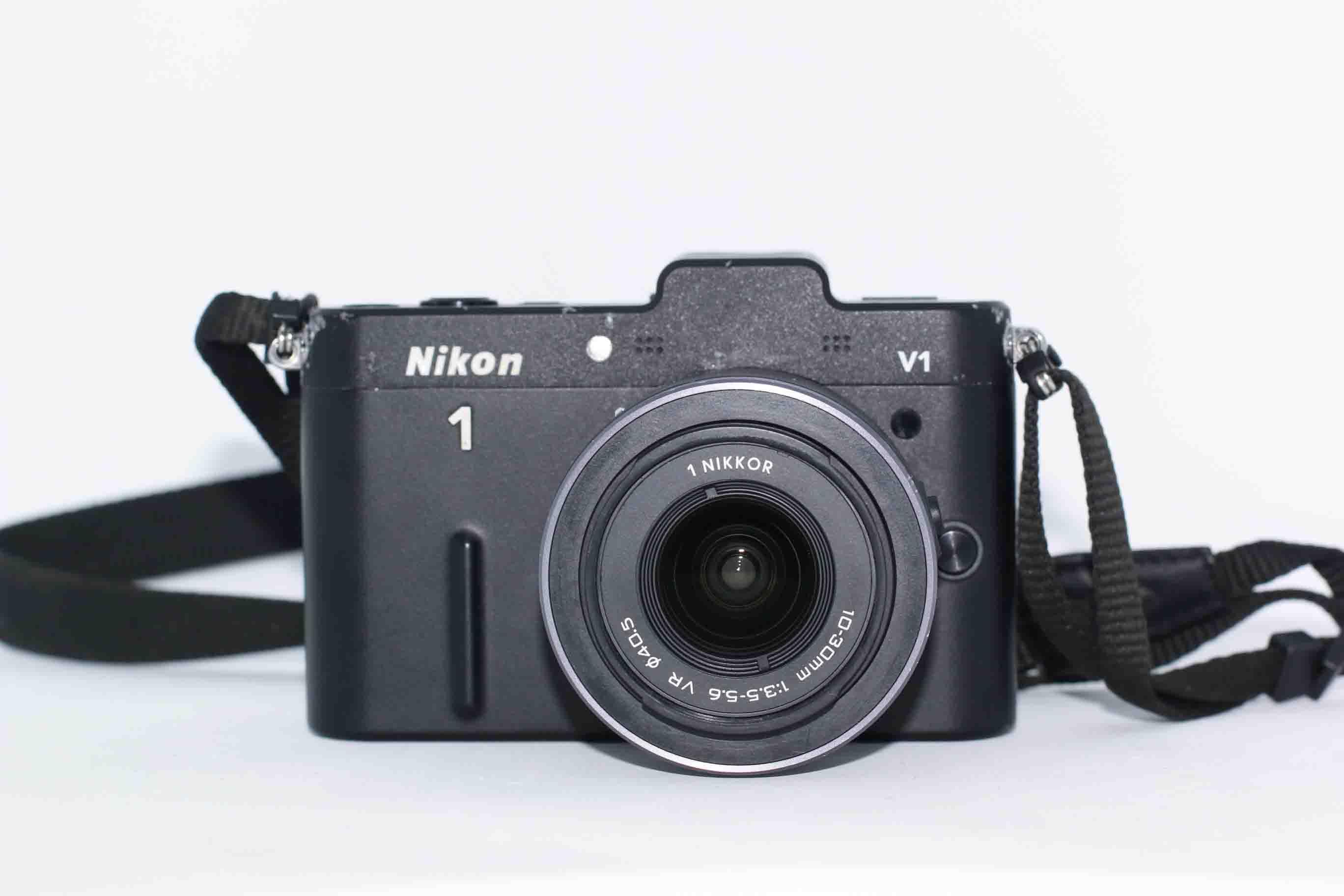 Máy ảnh Nikon J1 kèm Kit 10-30mm F/3.5–5.6 VR