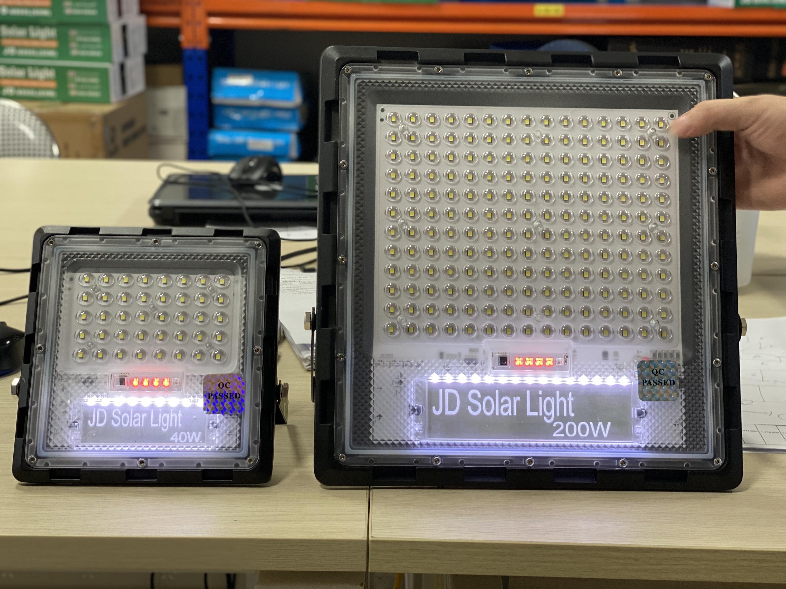 Đèn pha NLMT JINDIAN công suất 40W - JD740 - Hàng chính hãng