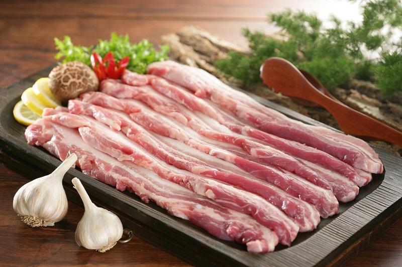Nên chọn loại thịt 3 chỉ hoặc thịt vai sấn để gói bánh chưng