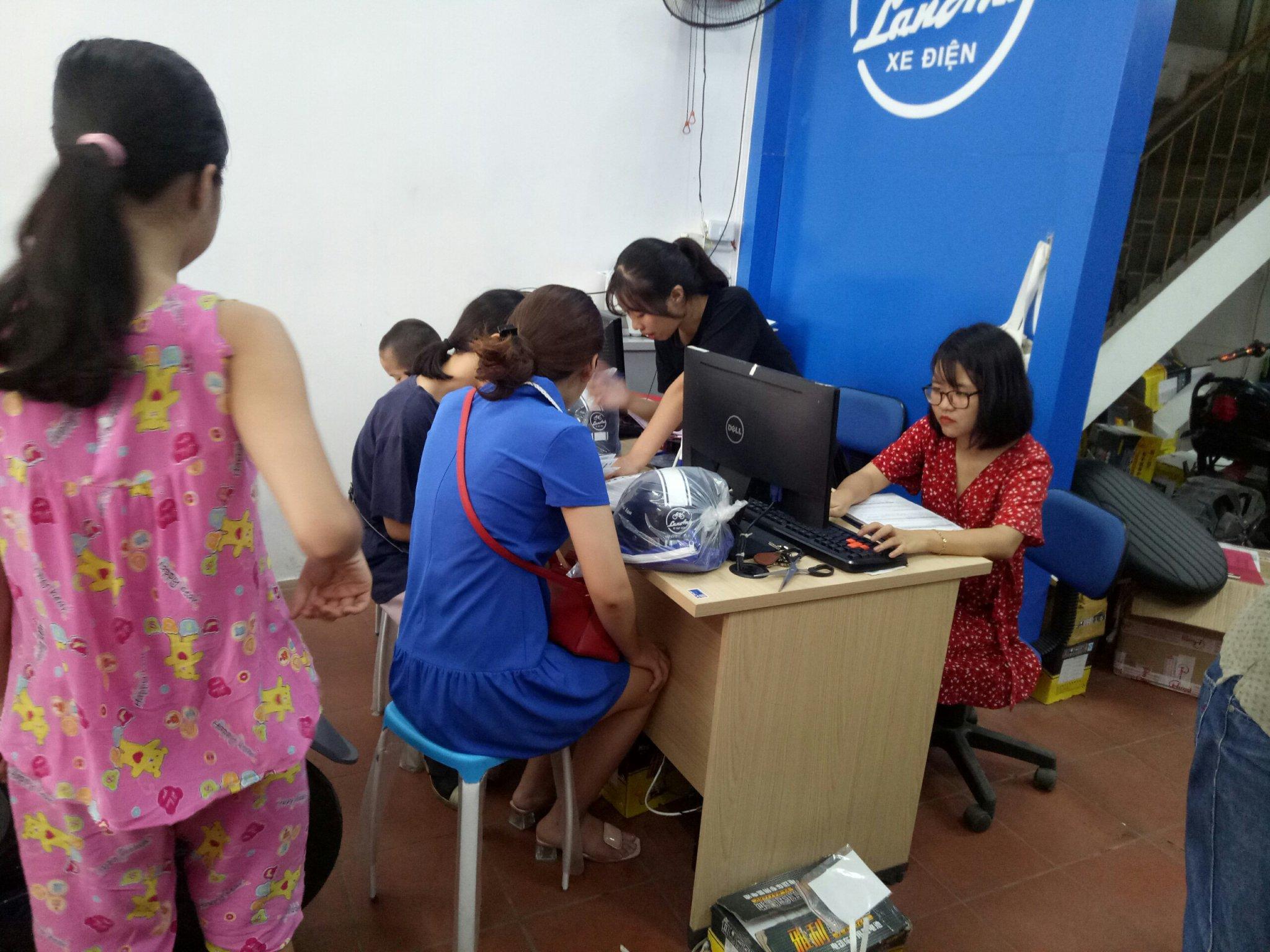 Hỗ trợ dịch vụ tại cửa hàng Xe Điện Lan Anh