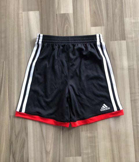 BT-Short thể thao Adidas đen sọc trắng đỏ