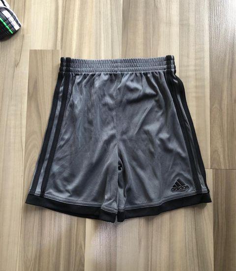 BT-Short thể thao Adidas xám sọc đen