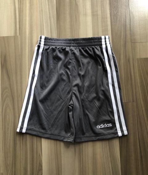 BT-Short thể thao Adidas xám sọc trắng