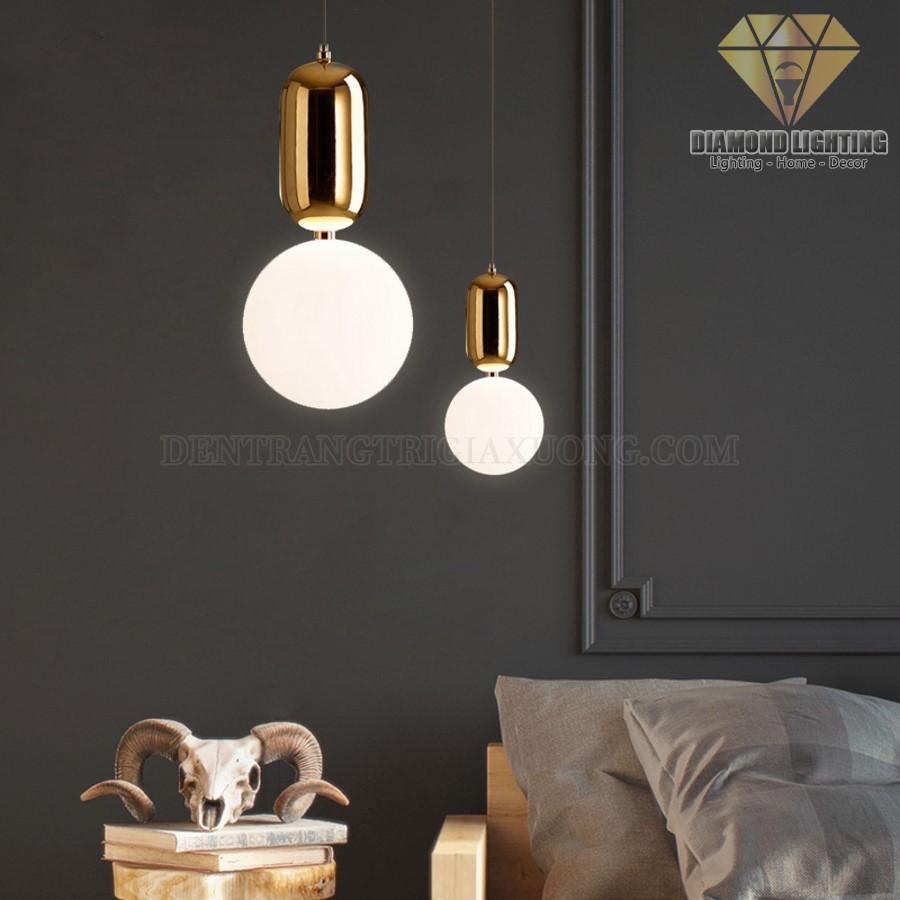 Nếu như bạn chưa định hình được mẫu đèn thả nào để trang trí cho phòng ngủ của mình, hãy tham khảo qua bộ sưu tập đèn thả đầu giường ngủ phổ biến hiện nay.