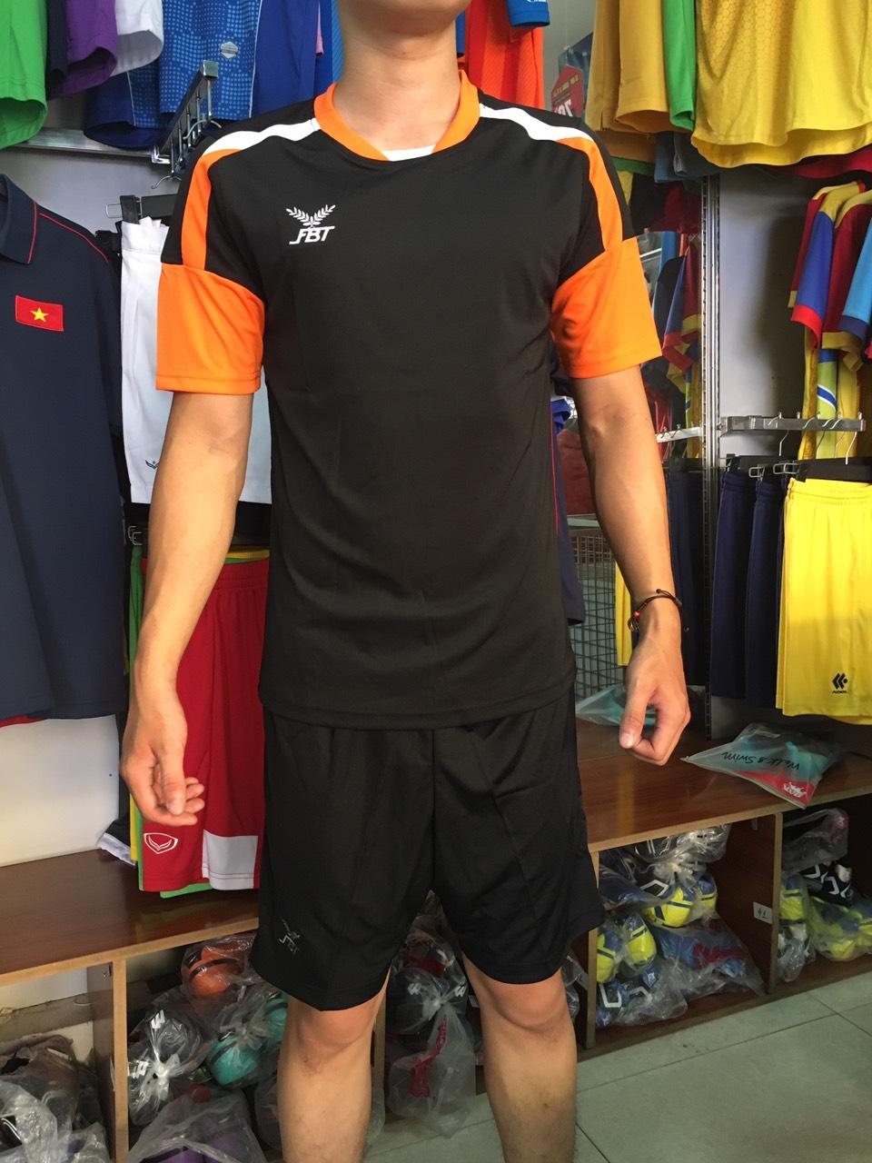 Bộ quần áo đá bóng FBT màu Đen/Cam - giảm tới 40% cho đơn đội