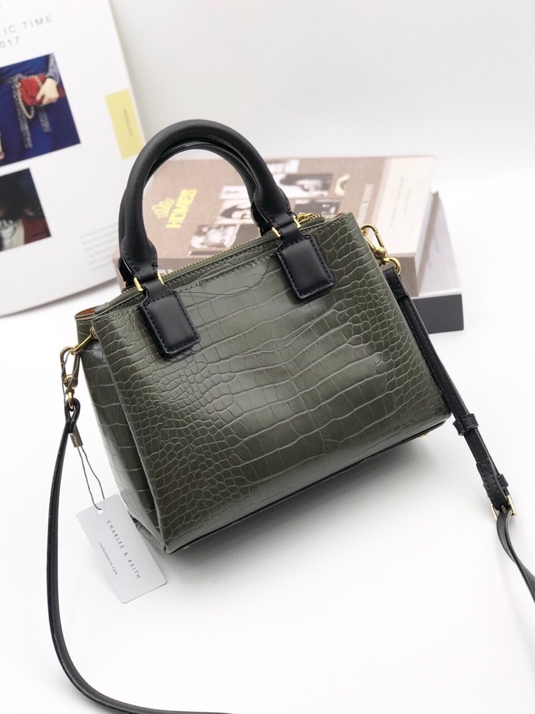 TÚI CH🅰️RLES & KEITH Croc-Effect Structured Bag