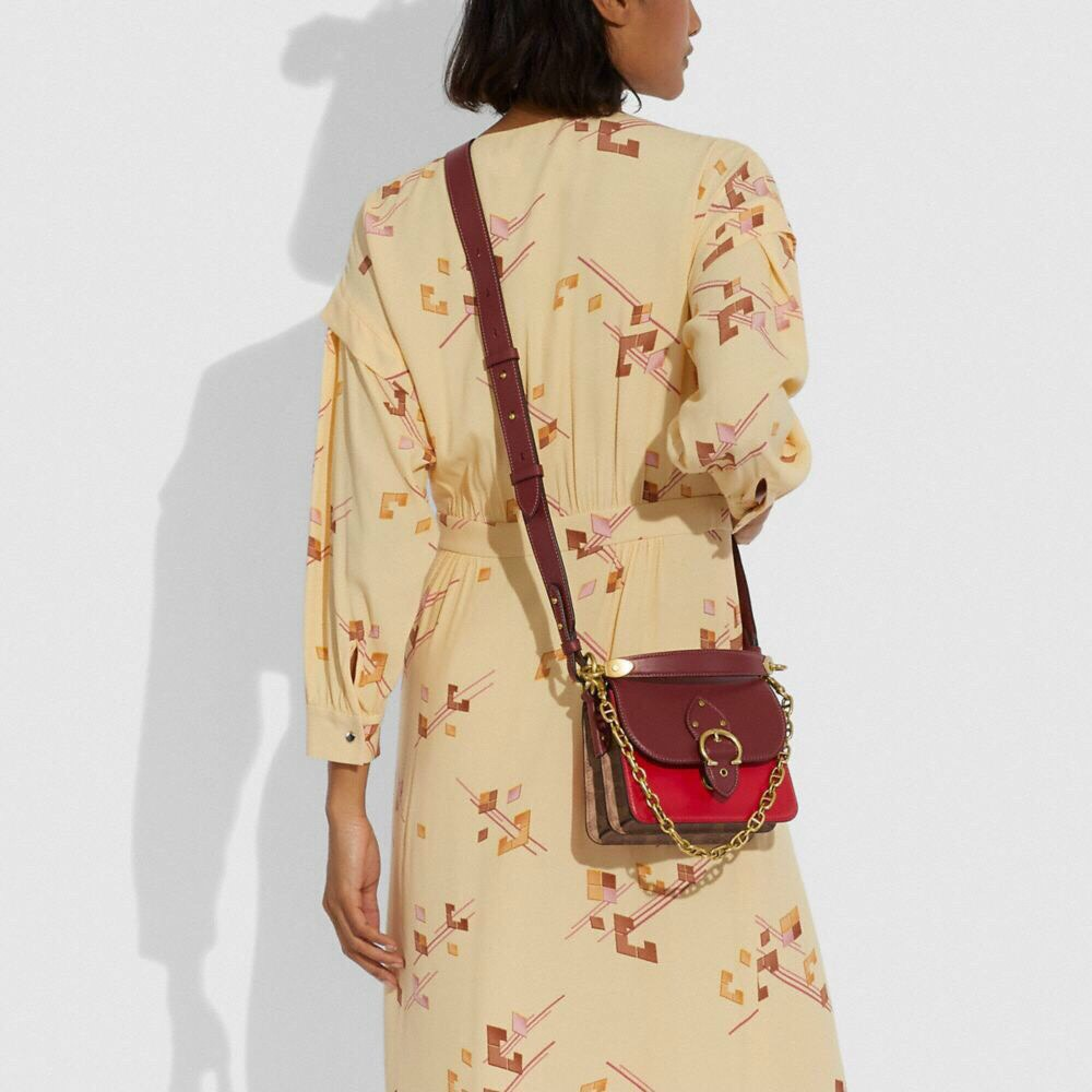 ❌TÚI CO🅰️CH LUNAR NEW YEAR BEAT SHOULDER BAG 18 IN SIGNATURE CANVAS