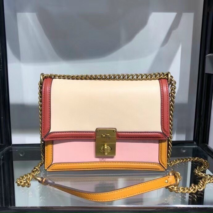 TÚI C🅾️ACH HUTTON SHOULDER BAG IN COLORBLOCK
