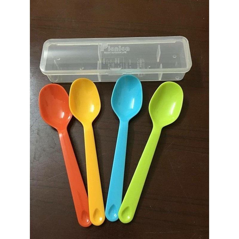 Bộ 4 thìa nhựa ăn cơm / ăn dặm kèm hộp đựng Inomata - Made in Japan - KBN 134749 - Picnica