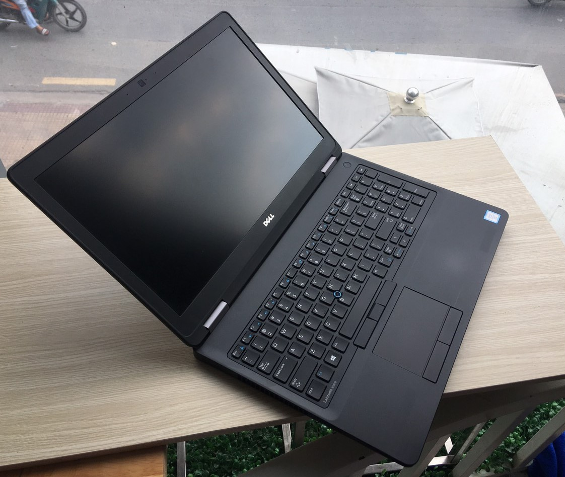 Dell Latitude E5570 - i7 6820HQ