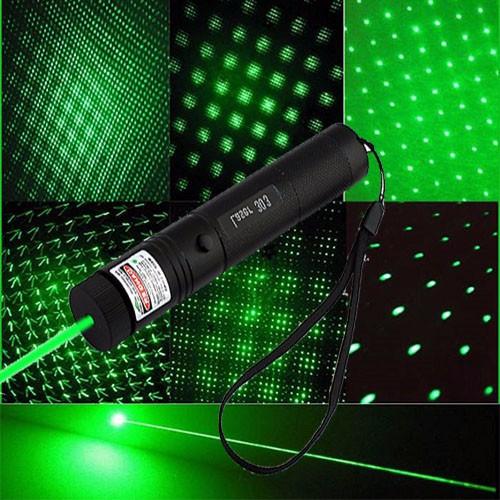 den-pin-laser-sac-tia-xanh-la-cay