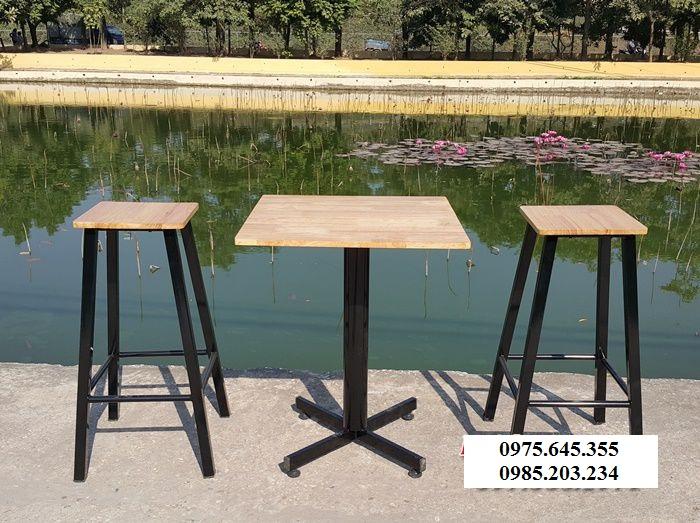 Bàn ghế cafe chân sắt mặt gỗ BCF002