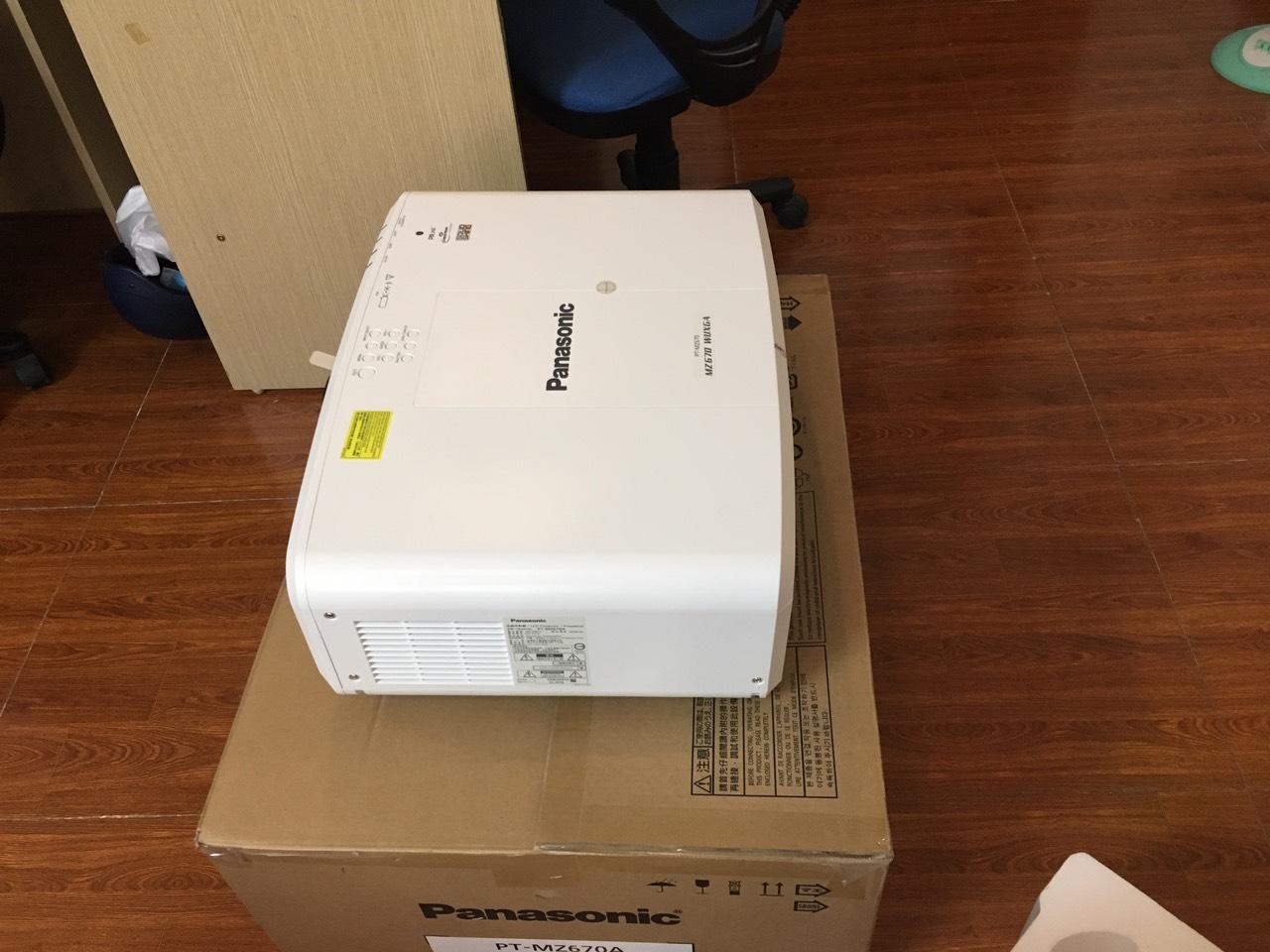 Máy chiếu laser Panasonic PT-RZ470EAK
