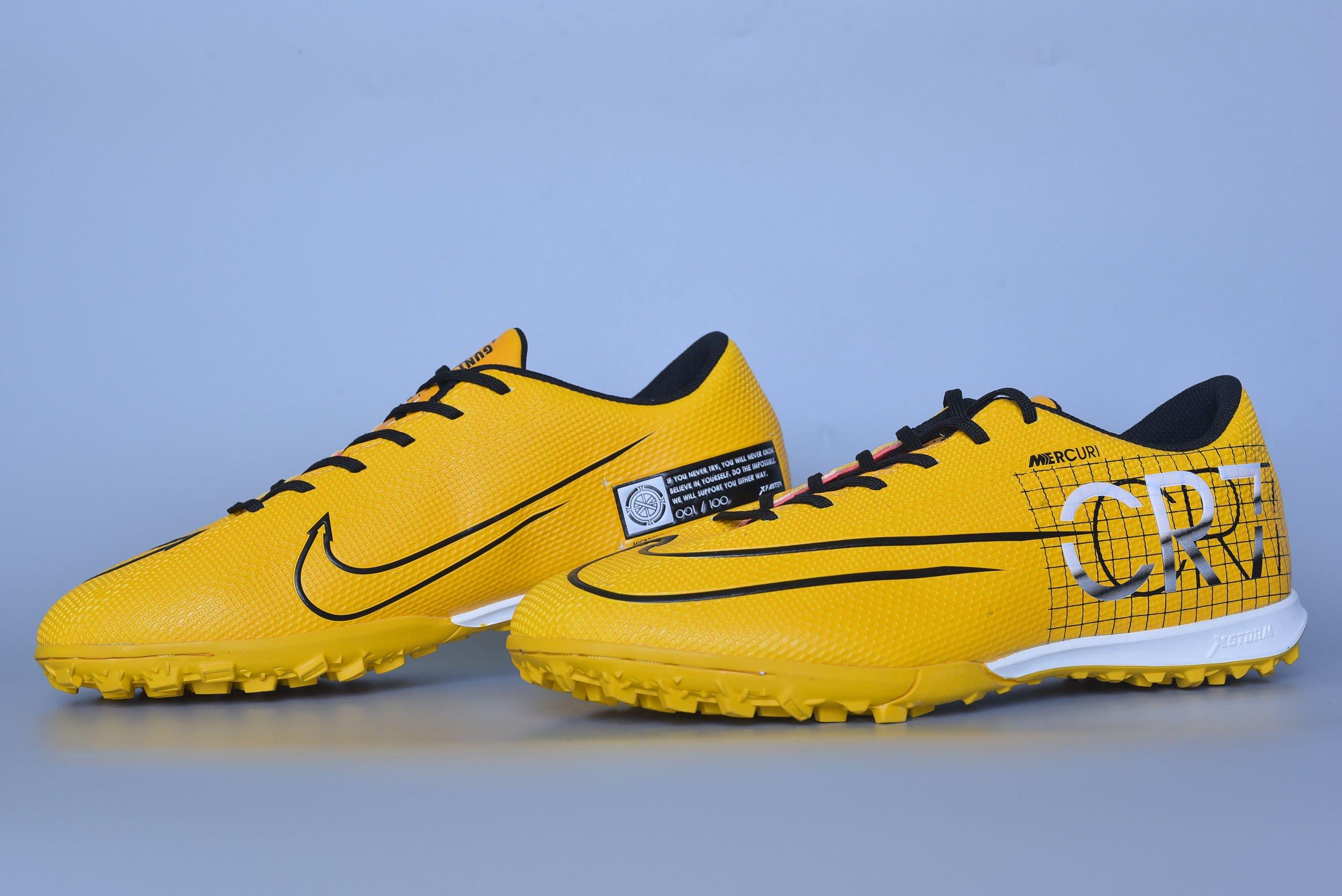 Giày đá bóng Xfaster CR700 - Vàng