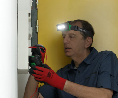 Đèn pin sạc đeo đầu Schneider Thorsman IMT47239 3W có cảm biến chuyển động