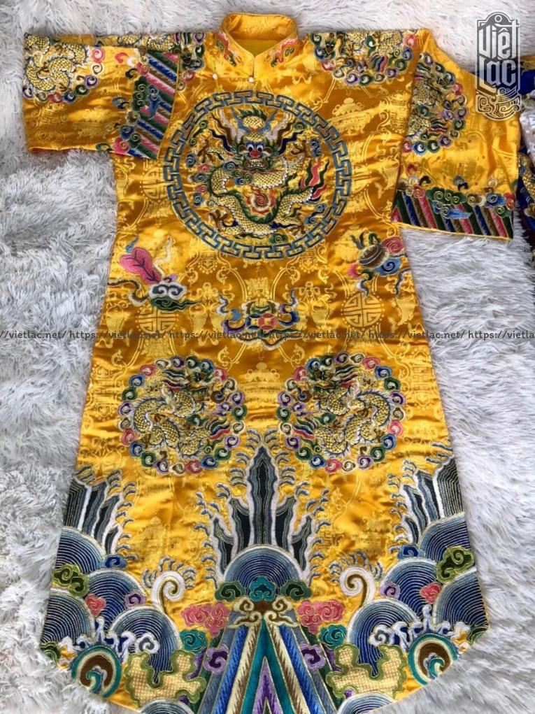 Áo hầu Hoàng thêu họa tiết vải gấm
