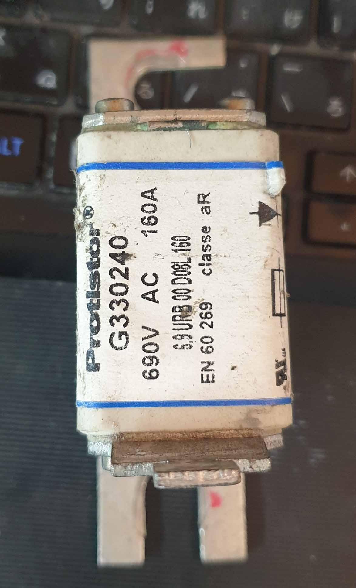 g330240-cau-chi-protistor-160a